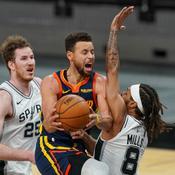 Brooklyn chute encore, Curry marche sur l'eau