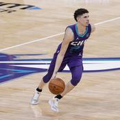 NBA : décimés, les Sixers tombent, LaMelo Ball (Charlotte) entre dans l'histoire