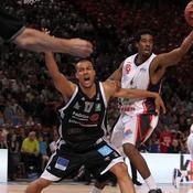 Raphael Desroses (Limoges) contre Alade Aminu (Chalon sur Saone)