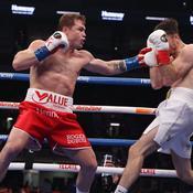 «Canelo» Alvarez bat Smith et s'empare des titres WBA et WBC des super-moyens