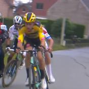 Tour des Flandres: Alaphilippe percute une moto et abandonne