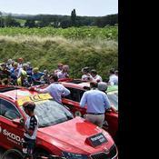Le Tour de France arrêté par une manifestation et des jets de gaz lacrymogènes