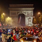 La folle fête algérienne sur les Champs-Elysées