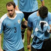 Luis Suarez réconforté par Diego Godin