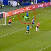 Copa America : Quand Suarez réclame à l'arbitre une main dans la surface... du gardien chilien