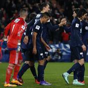 Sans pitié pour Lyon, le PSG file en quarts