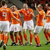 La joie hollandaise après le premier but signé Huntelaar