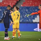Echanges entre Mbappé et Griezmann