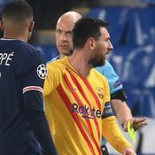 Mbappé discute avec Messi