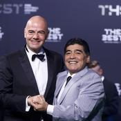 Gianni Infantino et Diego Maradona