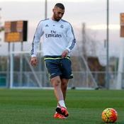 De retour à Madrid, Benzema s'est entraîné et a reçu le soutien du Real