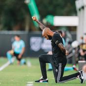 8 minutes et 46 secondes genou à terre : Le long hommage de Thierry Henry à George Floyd