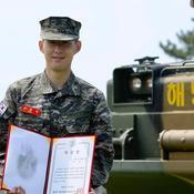 La star du foot sud-coréen, Son Heung-min, a fait forte impression pendant son service militaire