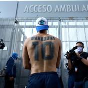 Maradona opéré avec succès d'un hématome à la tête, l'Argentine soulagée