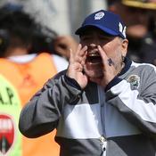 Premier match et première défaite pour Maradona