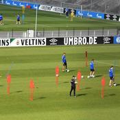 Coronavirus: Tacles interdits, gants... «drôle» de reprise en Bundesliga