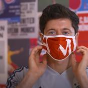 Les joueurs du Bayern Munich montrent les gestes barrières