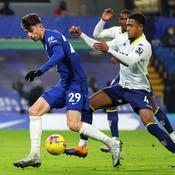 Chelsea accroché par Aston Villa, Manchester City rattrapé par le Covid