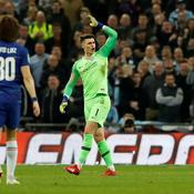 Quand le gardien de Chelsea refuse de céder sa place…