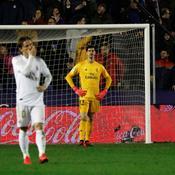 Avant le Clasico, le Real, battu à Levante, cède la première place à Barcelone