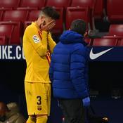 Touché au genou, Gerard Piqué quitte le terrain en larmes