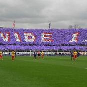 Derniers hommages vibrants du stade de la Fiorentina à Astori