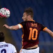 La Roma accrochée par Bologne malgré Totti