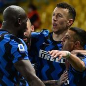 Sanchez voit double à Parme et l'Inter Milan creuse l'écart en tête
