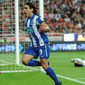 Porto-Benfica J-1 : la reprise de volée en talonnade de Falcao en 2010