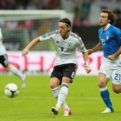 Mesut Ozil - Andrea Pirlo