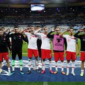 Salut militaire pendant France-Turquie: l'UEFA ouvre une enquête