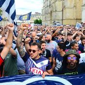 Bordeaux: plus de 2000 supporteurs des Girondins ont «crié leur colère» devant la mairie