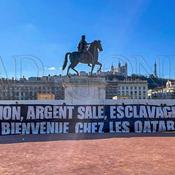 «Corruption, argent sale, esclavage moderne…», la banderole hostile des supporters lyonnais