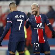 Kylian Mbappé (de dos) et Neymar Jr