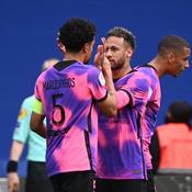 Marquinhos (de dos) et Neymar Jr