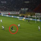 Le but de Jay-Jay Okocha face à l'Olympique Lyonnais