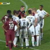 Le geste cocasse d'un arbitre de Ligue 2 pour ses adieux