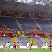 Ligue 2 : Lens, vainqueur d'Orléans, revient à un point du leader, Lorient