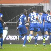 Lorient cède à domicile, mais reste leader au classement
