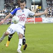 Troyes leader, Brest s'accroche