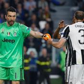 BRP HD - Quand Buffon et Chiellini donnent une leçon de football à Trapp et Thiago Silva