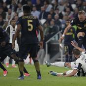 Juventus-Monaco : le très vilain geste de Glik sur Higuain