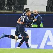 Neymar et son compatriote exultent après l'ouverture du score