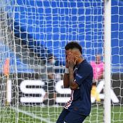 Neymar touche du bois
