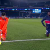 PSG/Basaksehir : Les 22 joueurs et les arbitres un genou à terre pour lutter contre le racisme