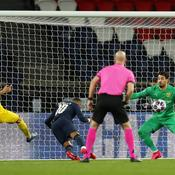Neymar ouvre le score