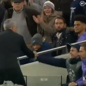 Quand Mourinho remercie un jeune ramasseur de balle pour sa «passe décisive»