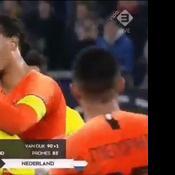 Le geste de réconfort de Van Dijk envers l'arbitre d'Allemagne Pays-Bas