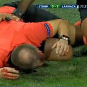 Un arbitre assistant gravement blessé à la tête par un projectile pendant un match de Ligue Europa