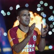 Falcao présenté par Galatasaray : l'accueil incroyable du public turc